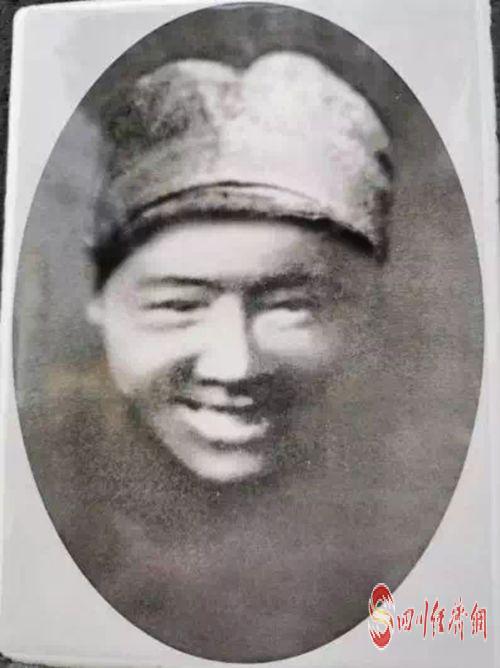 张思德墓上的照片_副本.jpg
