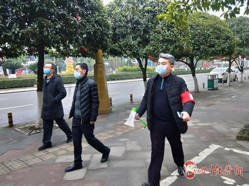 泸县税务局领导成员带队上街宣传疫情防控(拍摄者:杜玉茹).jpg