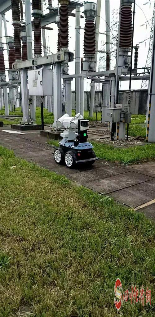 智能巡检机器人在220千伏双堰变电站开展巡视作业.jpg