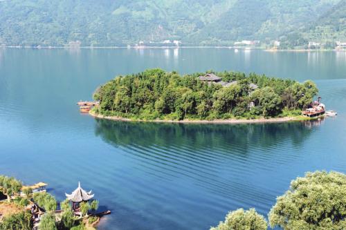 马湖东北角的金龟岛.jpg