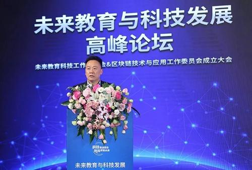 普瑞国际控股集团董事长何凯发表主旨演讲.jpg