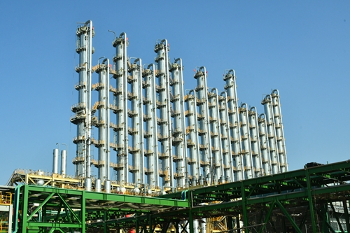 图1:永祥新能源高纯晶硅精馏塔装置。.jpg