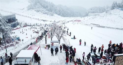 1、曾家山国际滑雪场.jpg