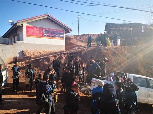 大年初七,凉山州昭觉县三合村的村民陆续搬入新居,开始了新的幸福生活2.jpg