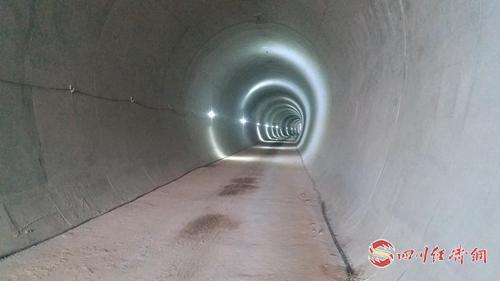 22(网)成都轨道交通6号线三期工程全线高瓦斯暗挖隧道贯通 通稿配图    已贯通的隧道_看图王.jpg
