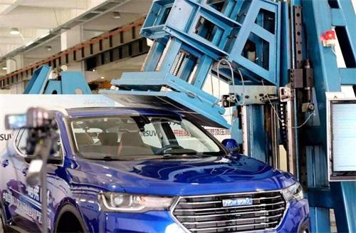 07(7苏 网0606 际恒)经受住了超过9吨车重的压力 哈弗H4安全性能惊人配图   顶压测试.jpg