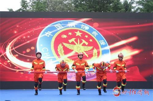 图为:消防舞蹈表演.jpg