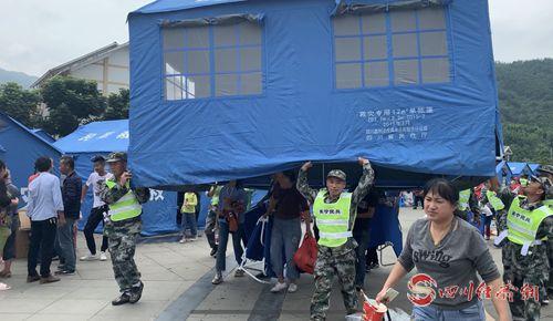长宁民兵和宜宾民兵在居民安置点搭设帐篷1_副本.jpg