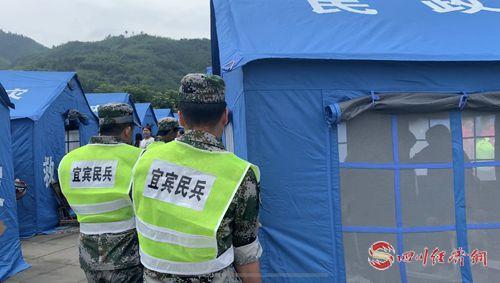 长宁民兵和宜宾民兵在居民安置点搭设帐篷2_副本.jpg