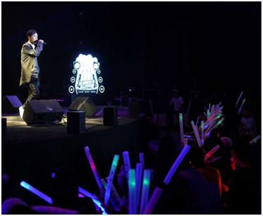 31(31苏网0708 际恒供稿)央视晚会彝族歌星吉克杰拉成都举办演唱会配图    吉克杰拉演唱《别闹了》.jpg