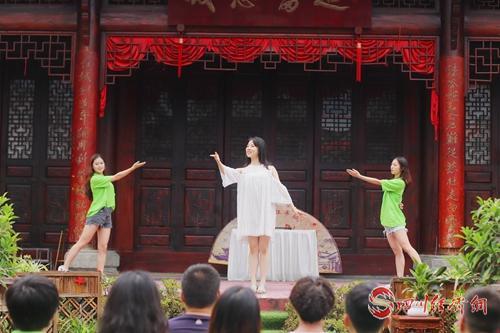 07(网)利州宣传稿件麻烦支持配图    演唱歌曲《红军不怕远征难》.jpg