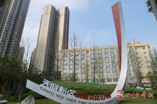 07(网)第十八届世警会国际友谊林揭牌仪式在天府新区举行配图    主题雕塑《较量》.jpg