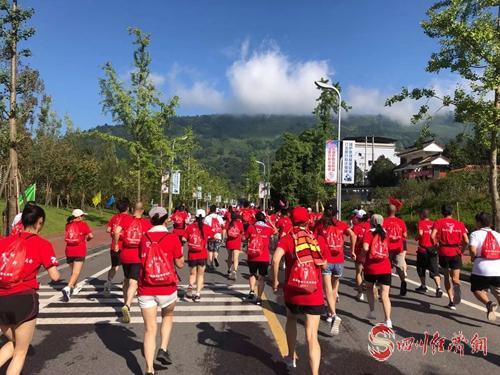 体验红色文化 雅安天全文创旅游节红色马拉松开跑 配图:比赛现场.jpg