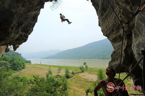 29(网)沙湾:文旅融合谱新篇 配图    图6:龙岩攀岩.jpg