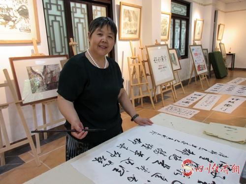 9、王玲在创作.jpg