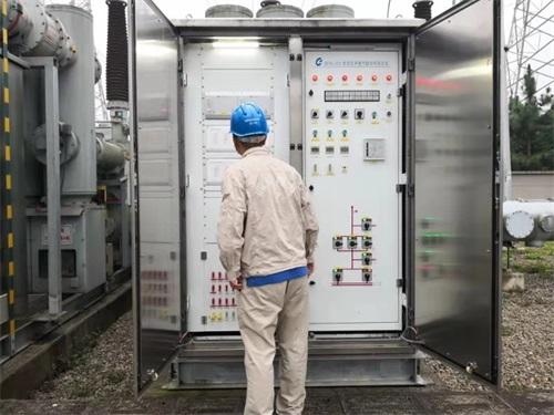 国网内江供电公司电力工人正在当地开展电网巡查和供电恢复工作(图片由国网内江供电公司提供)1.jpeg