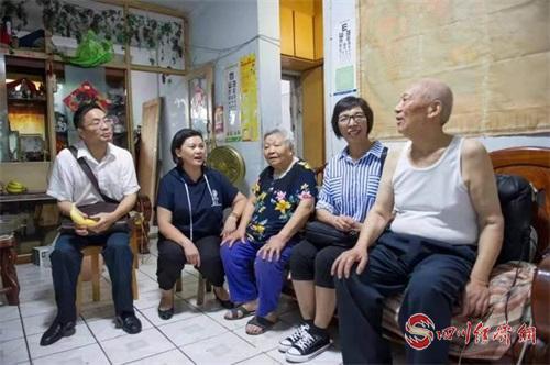 江志敏和同事走访看望辖区老党员.jpg