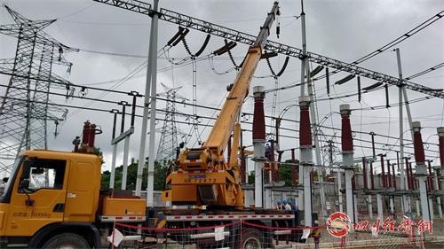 08(8刘 网 0909 毛春燕)内江威远5.4级地震 受损线路12小时全部恢复供电配图    电力抢修0.jpg