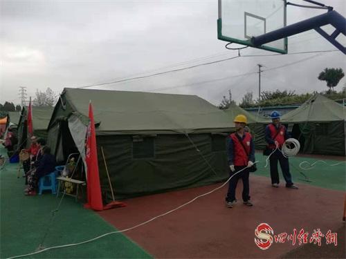 08(8刘 网 0909 毛春燕)内江威远5.4级地震 受损线路12小时全部恢复供电配图    电力抢修4.jpg