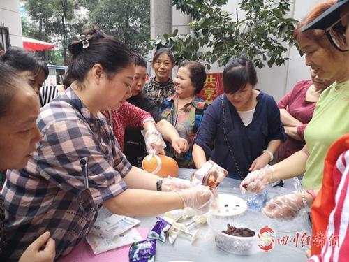 29(网)成华区举行月饼比赛配图    手工月饼比赛(1).jpg