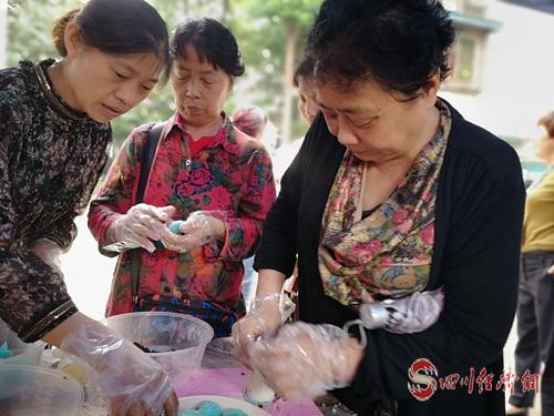 29(网)成华区举行月饼比赛配图    手工月饼比赛.jpg