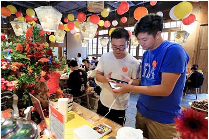 09(9刘 网 0916 际恒)一场黑科技×美食的狂欢,在成都香天下紫荆店上演配图    活动现场 图二.jpg