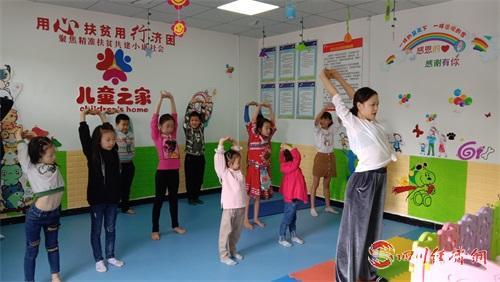 10(10胡 网 0916汤斌)儿童之家成儿童乐园配图    -舞蹈老师教学.jpg
