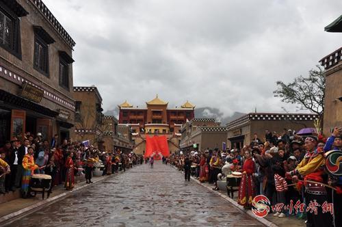 29(网)1让传承千年的格萨尔文化活起来配图    配图3王城一角.jpg