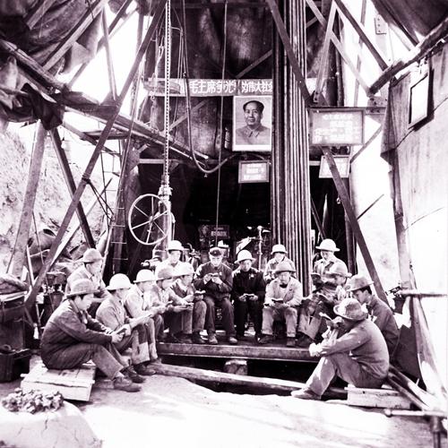 60年代攀枝花三線建設工人正在學習.jpg