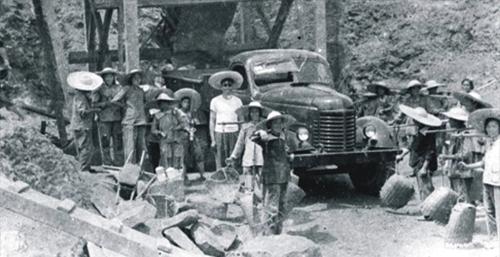 1966年,東方鍋爐廠在四川自貢動工興建.jpg