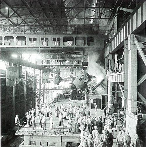 1971年10月1日攀鋼 煉鋼廠第一座頂吹轉爐建成.jpg