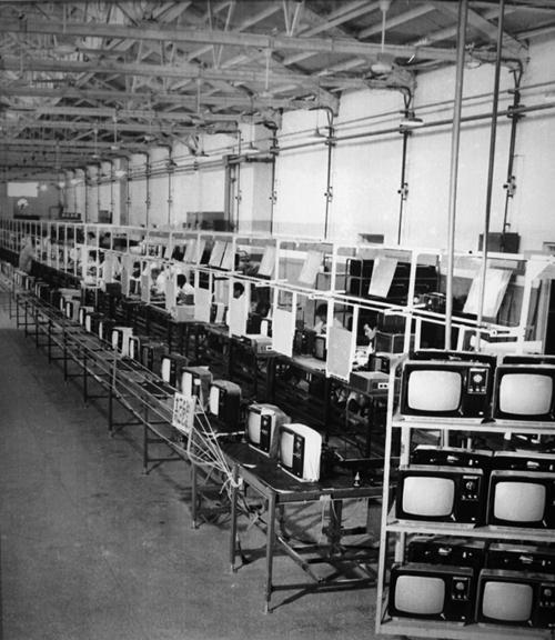 70年代綿陽長虹黑白電視生產線.jpg