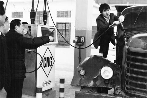 中石油西南油气田    1989年,我国第一台CNG压缩机在南充充气北站投入使用。.jpg