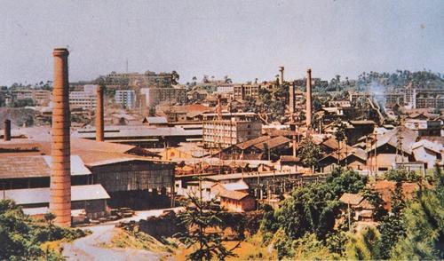 70年代威钢经改扩建后的工厂全景鲍安华翻拍修 .jpg