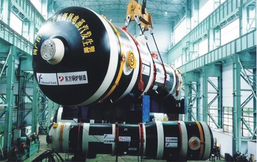 2000年5月10日,我国首台国产化百万千瓦级核电站蒸汽发生器在东方电气成功制造,并载入2001年共和国年鉴封面。.jpg