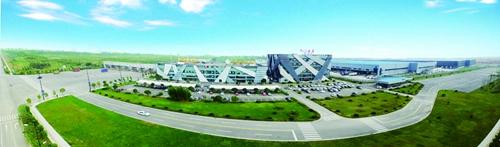 2017年9月底哦,成都中电熊猫8.6代液晶面板项目首台核心工艺设备曝光机搬入西航港经济开发区.jpg