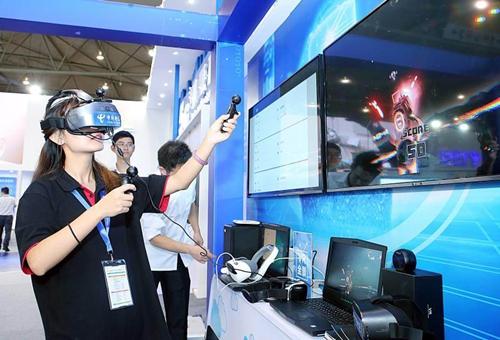 2018.四川首个基于5G的VR全景直播应用在蓉开通 鲍安华摄 .jpg
