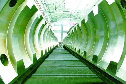 中国二重    世界首套最大的三峡升船机齿条和螺母柱。2014年,中国二重历时4年圆满完成了三峡升船机齿条、螺母柱的全部制造任务,为三峡工程建设又作出了新的贡献。.jpg