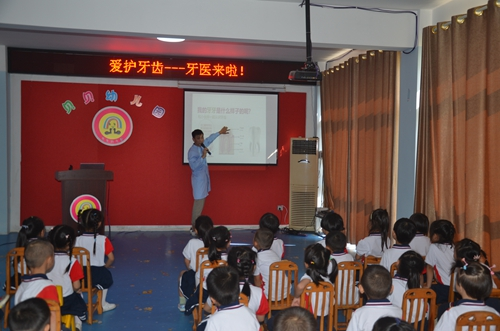 27(27刘 网 0925 际恒)牙科医生来了,宜宾江安贝贝幼儿园举行爱牙日主题活动配图    讲授爱牙日知识 图五.jpeg