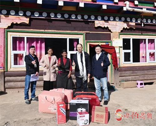 01(1刘 网 APP 0930 杨璐)0930扶贫,我们一直在路上 招商银行成都分行赴新龙县开展结对帮扶配图 图片3.jpg