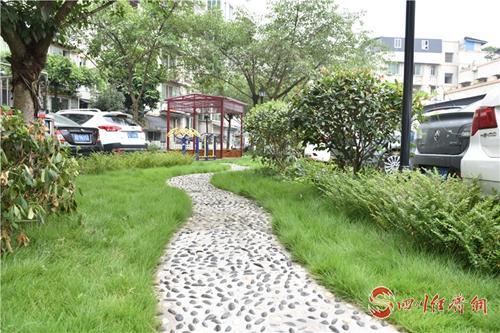 34(网)彭山:聚焦老旧小区改造 解决群众的烦心事配图   小区景观打造.jpg