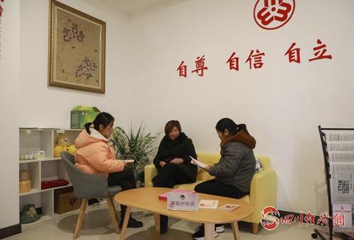 36(網)小社區 大文章 走出善治之城的配圖   婦女們在社區婦女之家交流.jpg