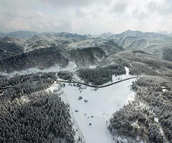 21(21劉 網 1128 際恒)《一路成年》竟三期取景重慶武隆,這個寶藏旅行目的地太火了!配圖    仙女山冬季雪景.jpg
