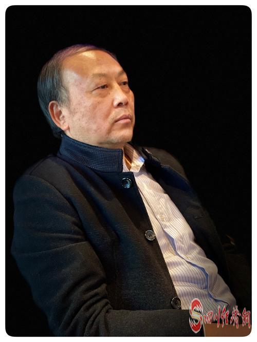 28(網)文學大咖齊聚成都 研討凸凹新書《勞動萬歲》配圖   《勞動萬歲:為129名中國工匠造像》作者凸凹.jpg