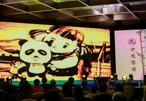 31(31苏 网1127 际恒供稿)院线电影《熊猫爱情走廊》开拍 预计2020年杀青公映配图   活动现场 图一.jpg