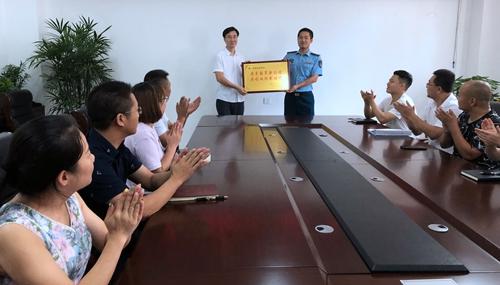 04(4刘 网 0802汤斌)鱼水情深暖人心配图   到驻简部队召开座谈会.jpg