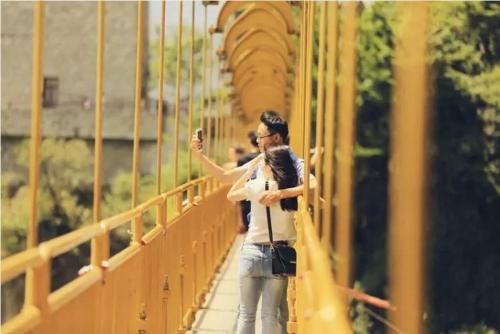 06(6苏 网0802 际恒供稿)现实版七夕相会——走上情人桥,爱上对的人配图    情人桥.jpg