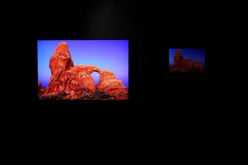 09(9苏 网0805 际恒供稿)100位摄影师的选择 用海信叠屏电视看屏幕上的摄影展配图    海信叠屏电视.jpg