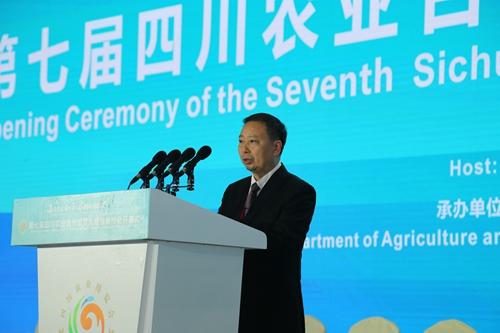 50(报、网0926张琳琪)遂宁市市长邓正权在开幕式上作演讲推介.jpg