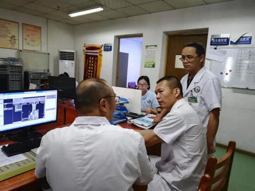 15(15刘 网 0826 童登俊)多科协作 为患者安全护航配图    多科协作 为患者安全护航.png
